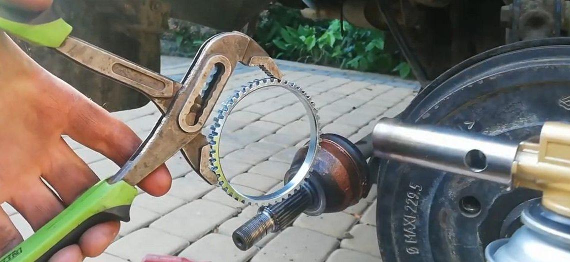 Wymiana pierścienia czujnika ABS tylnej półosi